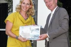20130905-Uitreiking proefdruk-Mariette Pennarts-Hans Voorberg (foto g chel)